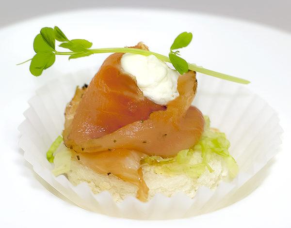 Ролл из лосося